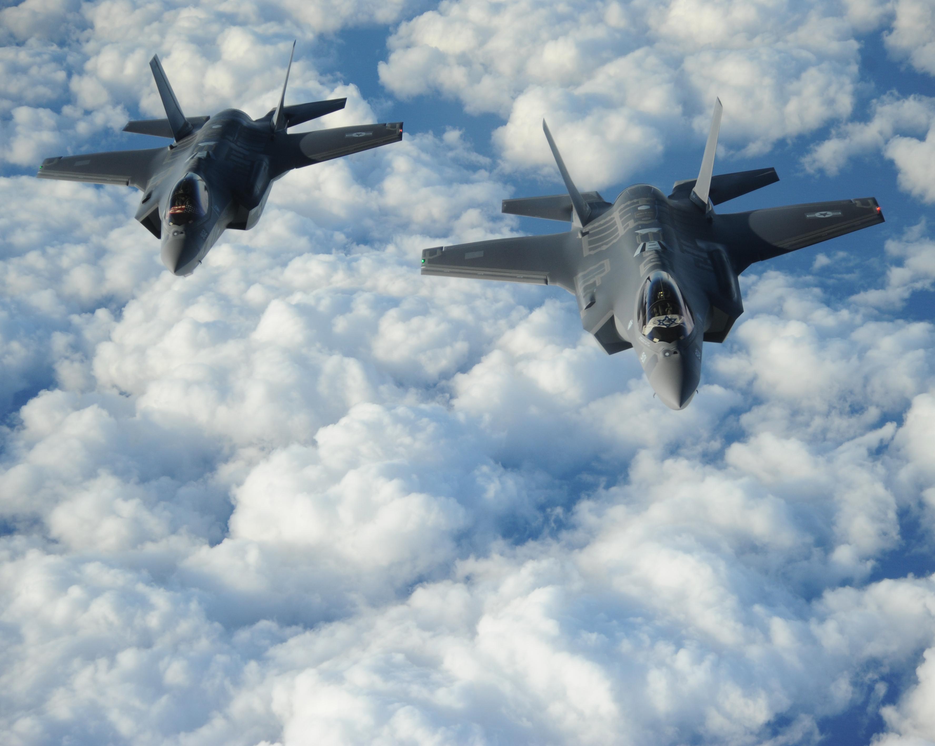 Israeli atrocities in Gaza: 1,300 dead in three weeks ... |Israeli Fighter Jets In Action